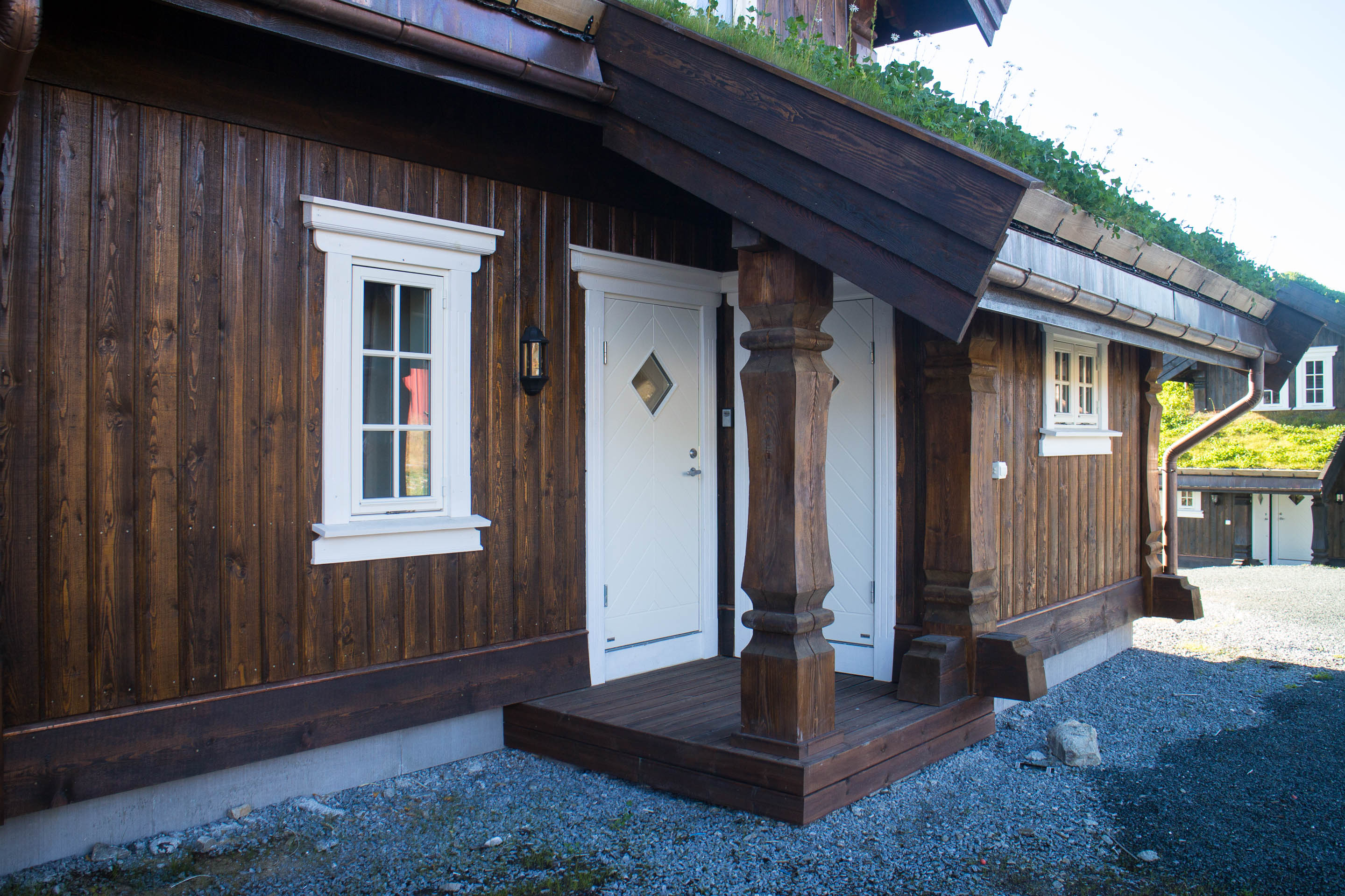 Exterior finish log and timber frame house manufacturing House build
