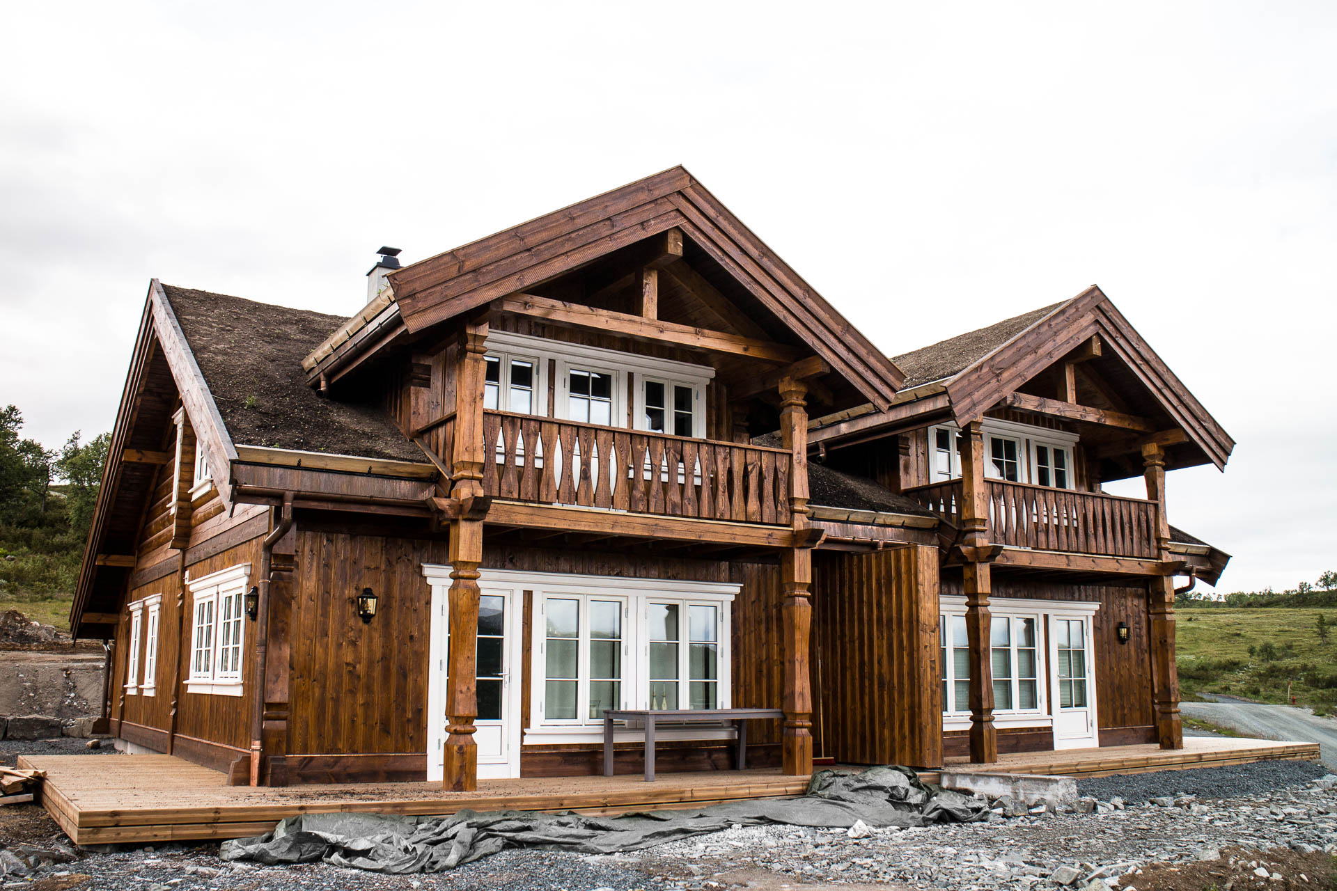 Twin house log and timber frame house manufacturing and for Timber frame house construction